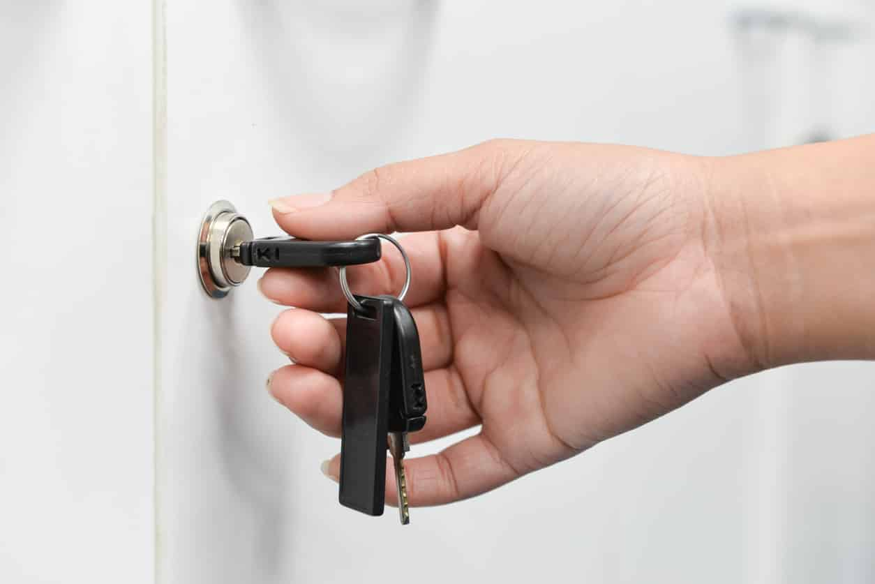 une clé dans une serrure