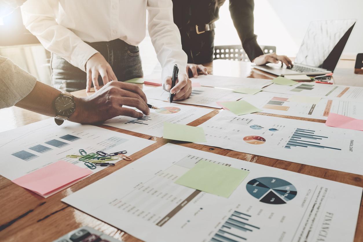 Documents financiers sur table